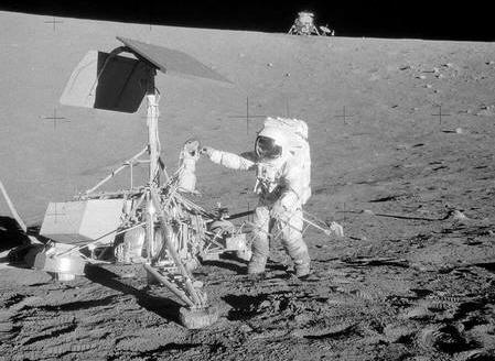 Apollo 12 s'estr posé à 200 mètres de la sonde automatique Surveyor 3.